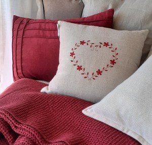 Coussin-lin-broderie-coeur-chalet